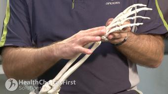 Carl Petersen, physiotherapist, discusses wrist tendonitis in tennis.